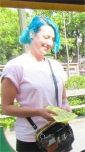 Tågchaffisen hade coolaste hårfärgen! Så läckert att jag bara måste fota!