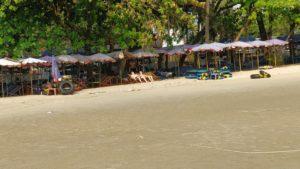 Krabbhål på stranden