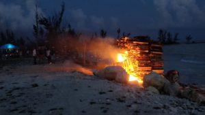 Stranden brinner