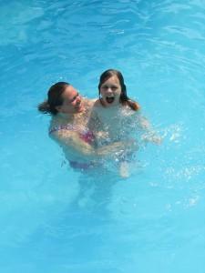 U och Per badar